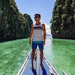 Man_Standing_On_Boat_GettyImages_250x250
