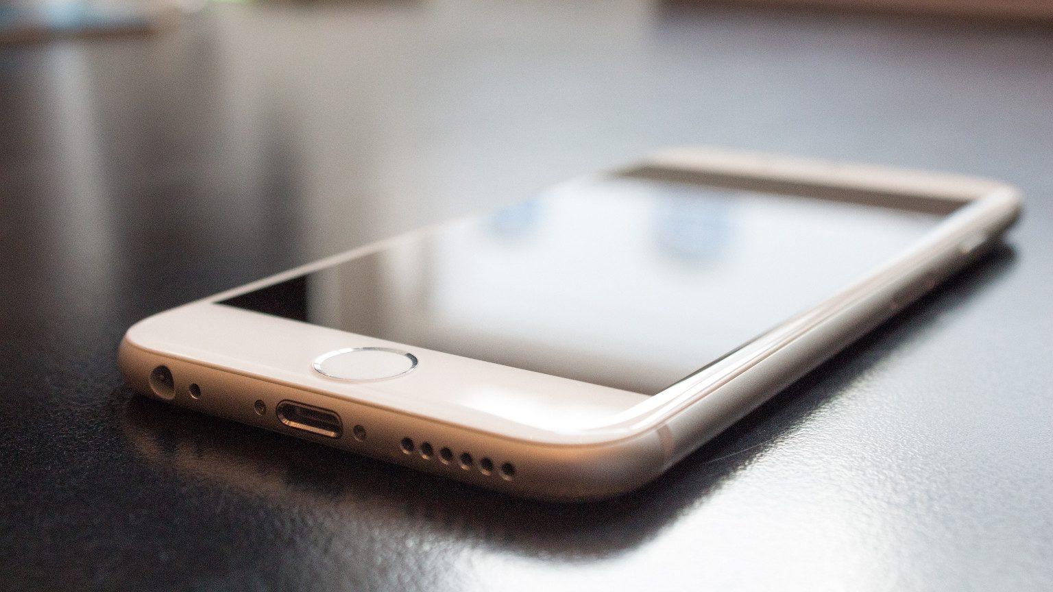 Apple iPhone 6 on desk