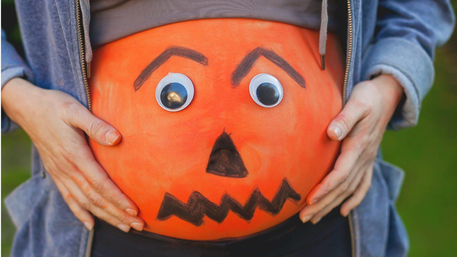 Baby bump in Halloween costume