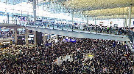 Hong Kong airport suspends flights again