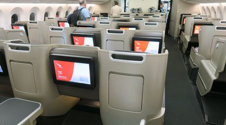 Qantas 787 Dreamliner Business Class Hong Kong to Sydney Review