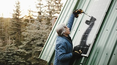 Installing_Solar_Power_GettyImages_450x250