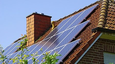 Solar_Panel_At_Roof_GettyImages_450x250