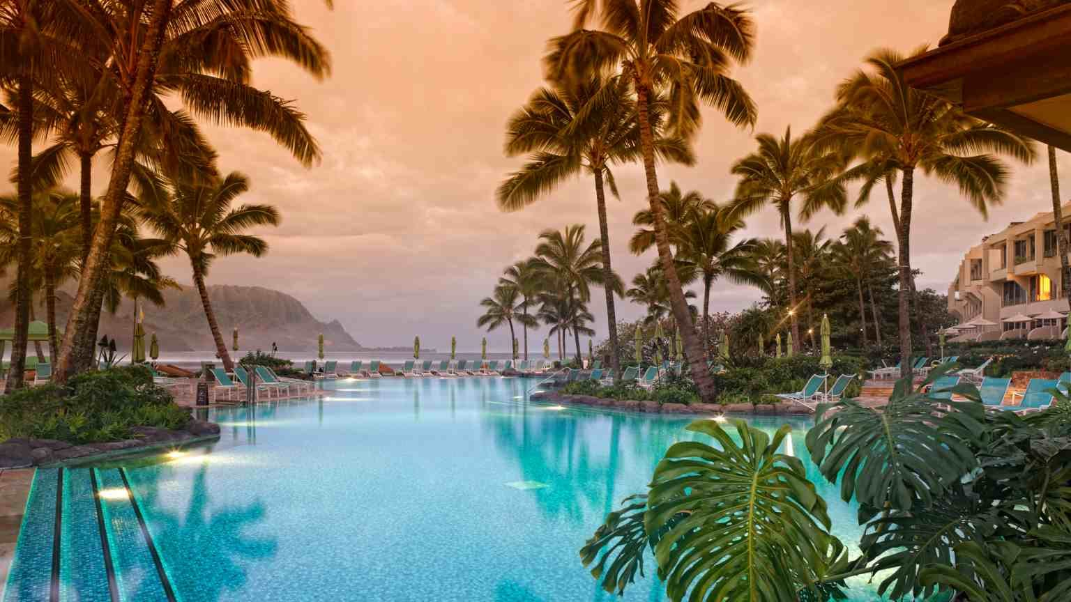 Luxurious Hawiian 5 star resort with view toward ocean and mountains.