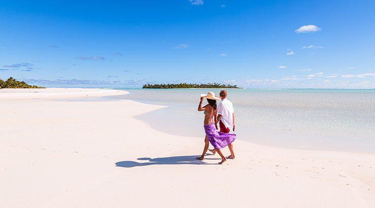 Tourist couple on Honeymoon Island, Aitutaki, Cook Islands