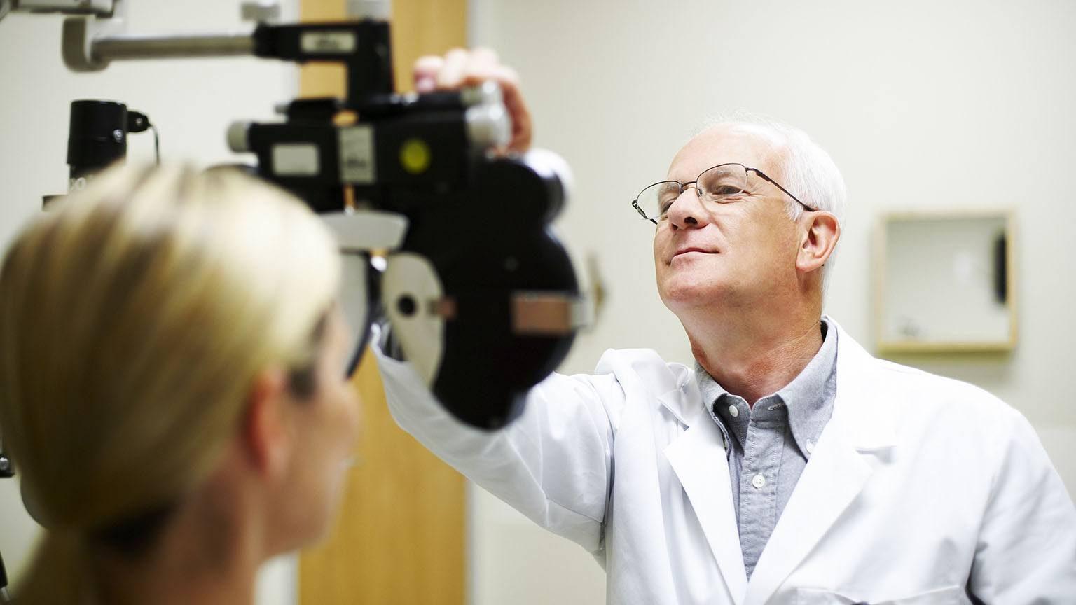 Opthalmologist
