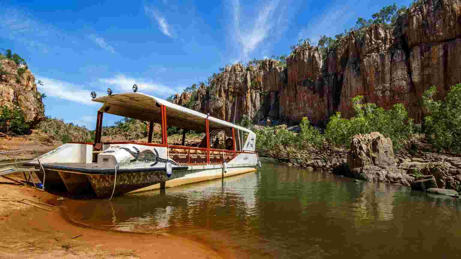 Nitmiluk National Park (Katherine Gorge) covers a vast area of escarpment country, including 13 gorges carved from the ancient sandstone country. (Sightseeing B
