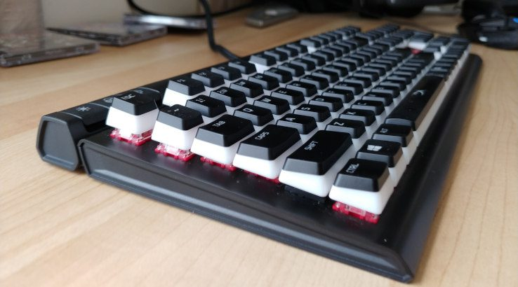 HyperX Alloy Elite 2 on desk at angle