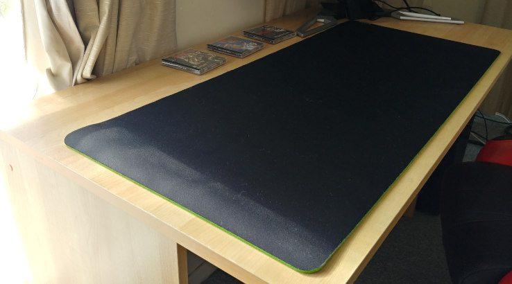 Razer Gigantus V2 XXL on desk