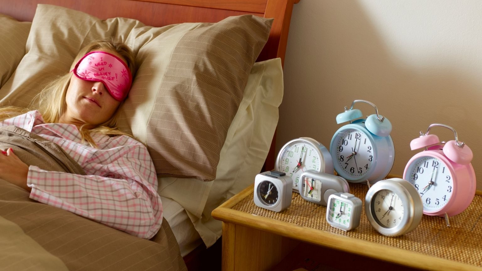 Woman with many alarm clocks_1536x864