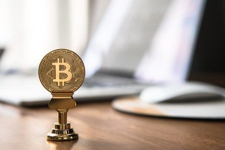 Bitcoin's price continues to rise despite transaction fees hitting an all-time high