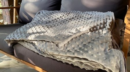 Hugmellow weighted blanket review: A high-quality comforting blanket