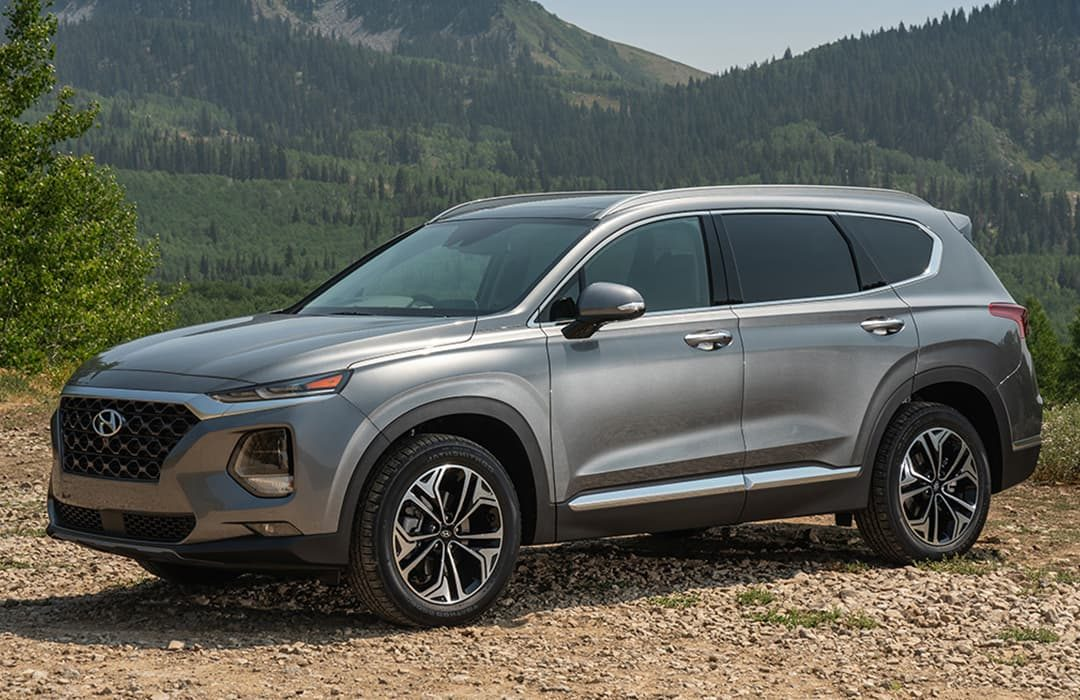 Hyundai Santa Fe 2019 with mountains at the background