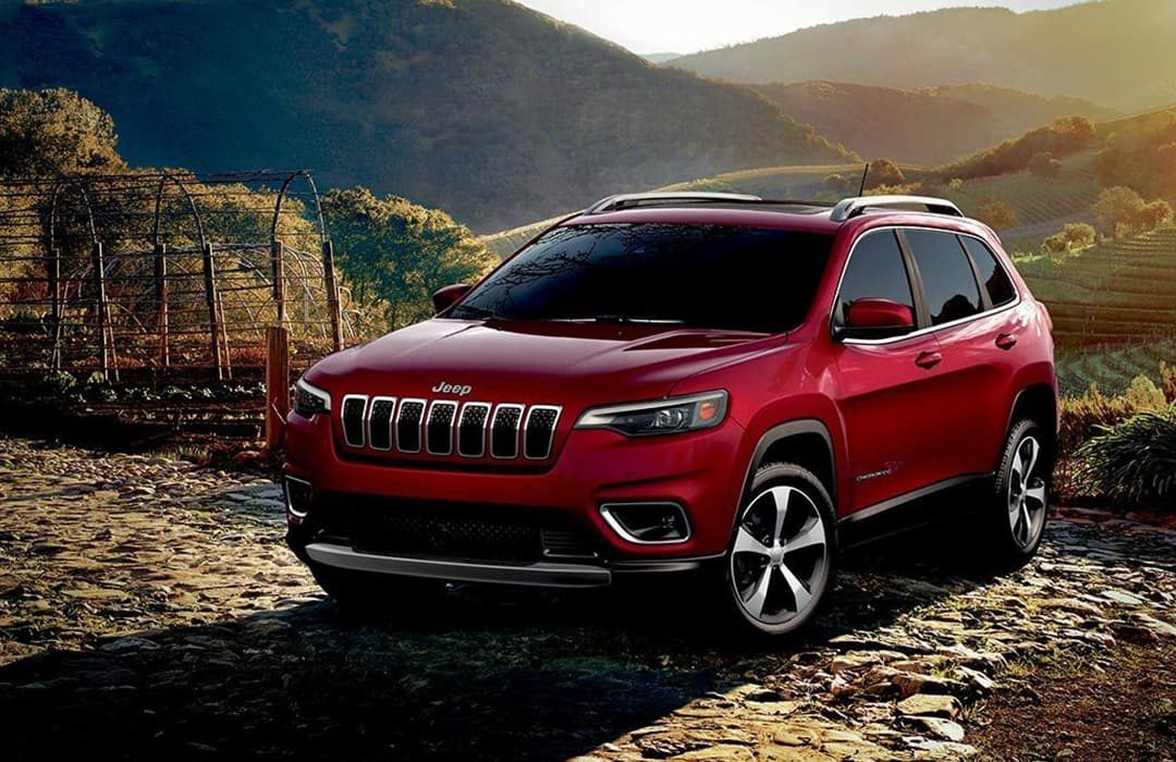 Jeep Cherokee 2019 car with fields in the background