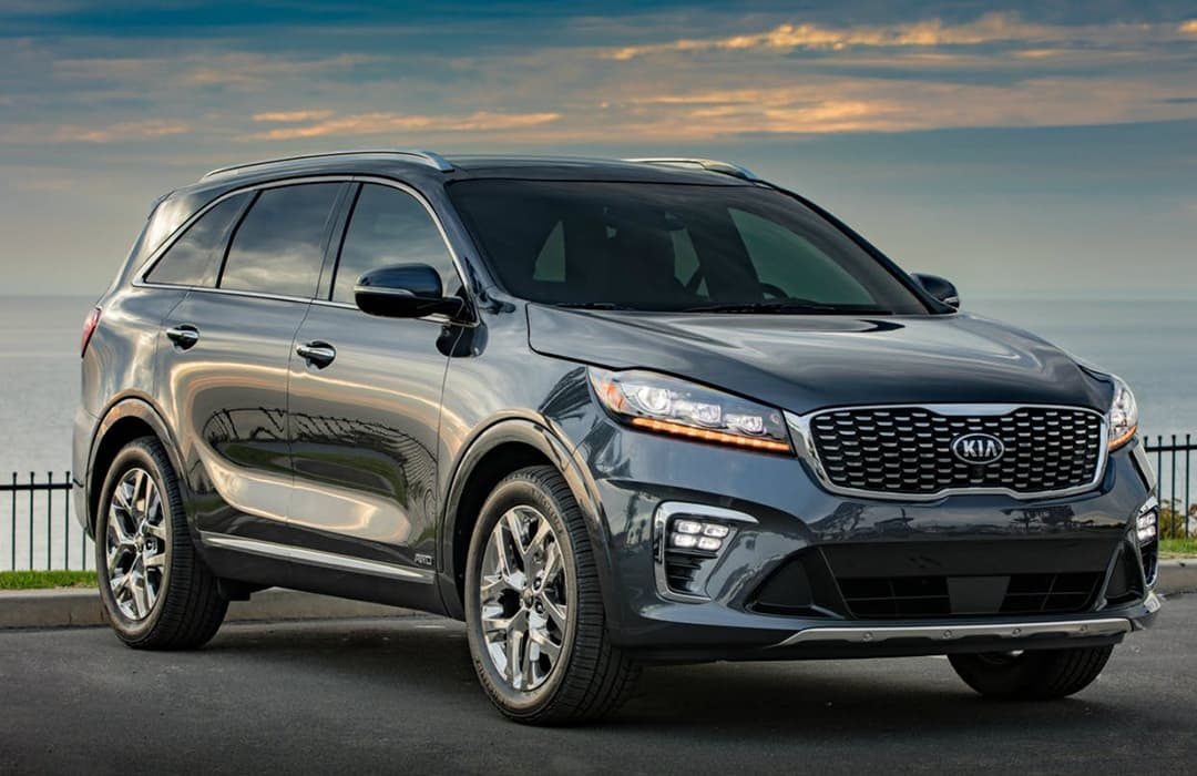 Kia Sorento 2019 car parked with a view of the sea at the background