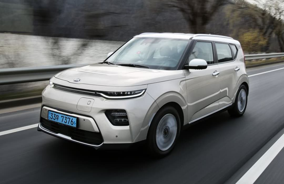 Kia Soul EV 2019 car in motion in a highway