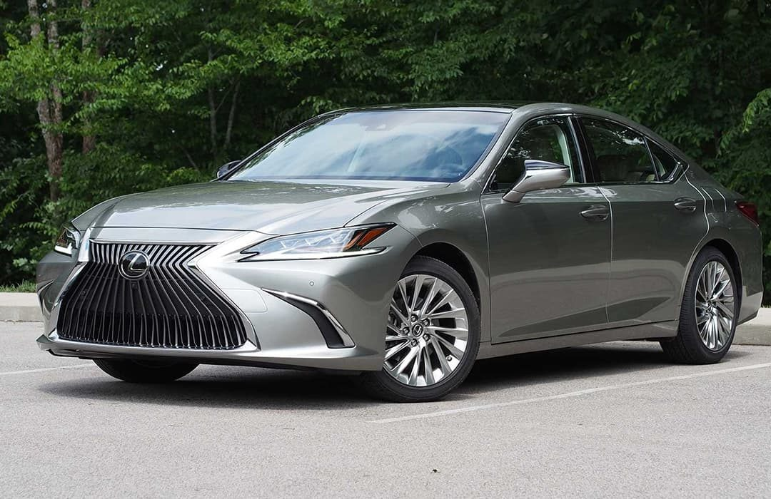 Lexus ES 2019 car parked on a road with trees at the background