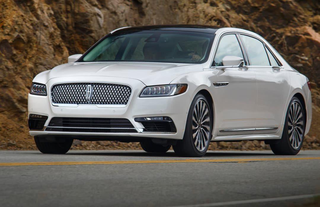 Lincoln Continental 2019 white car