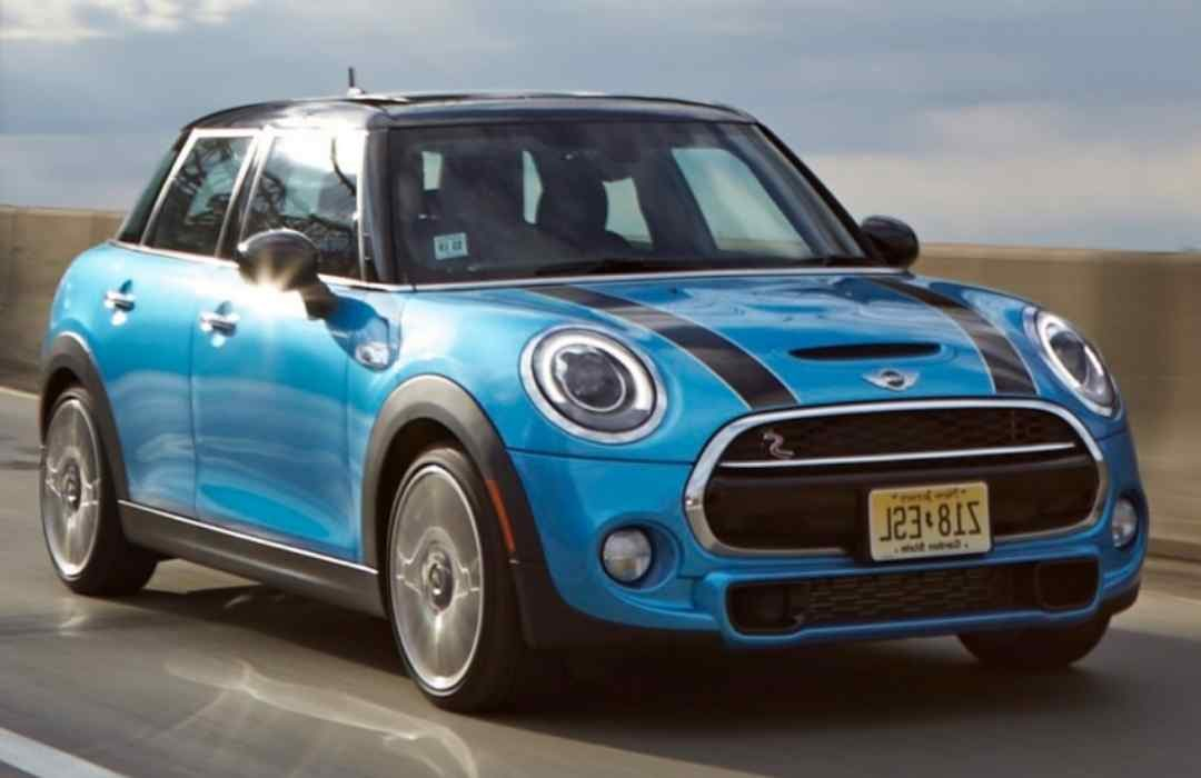 Mini Cooper 4-Door Car