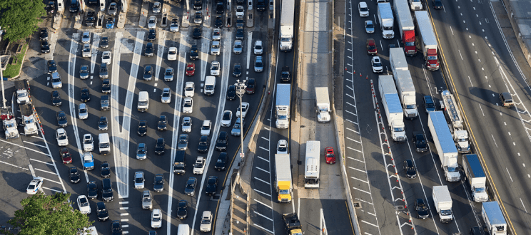USA, New Jersey, rush hour traffic at Fort Lee in the morning, aerial