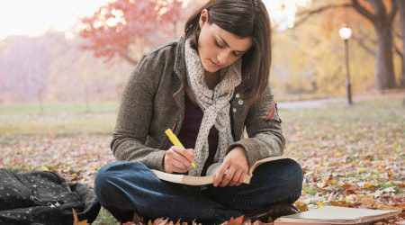 StudentReadingInPark_GettyImages_450x250