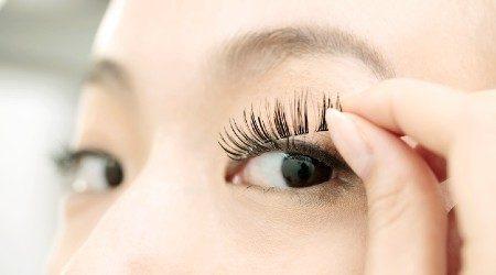 Top sites to buy false eyelashes online in Singapore 2021
