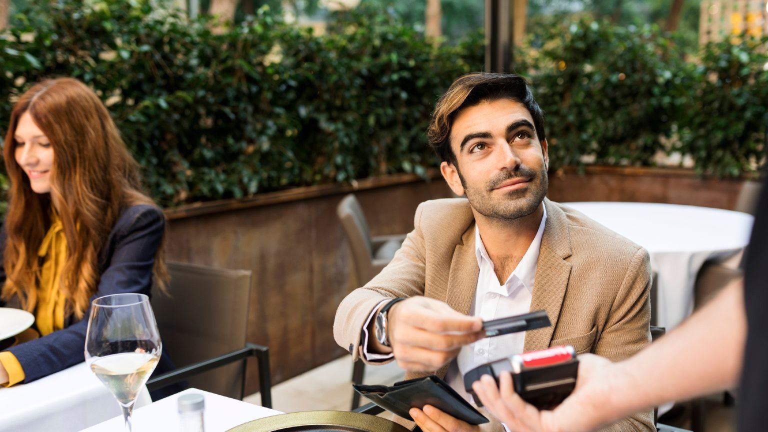 Homme Avec Carte de Credit
