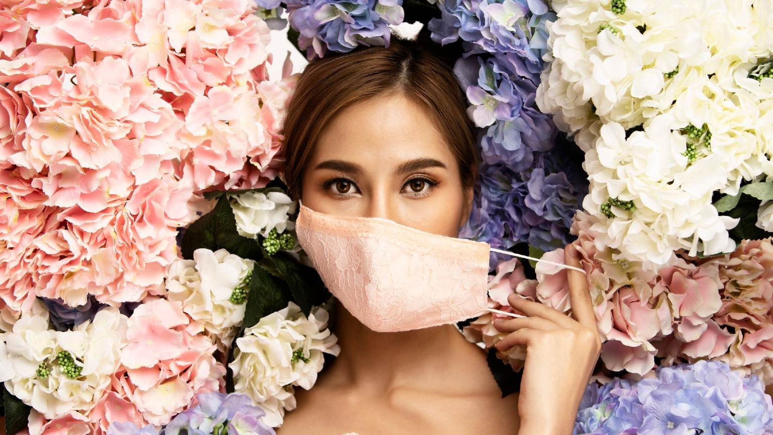 Model in fashionable face mask