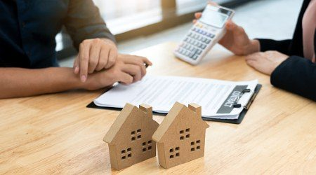 How is interest calculated on a mortgage?