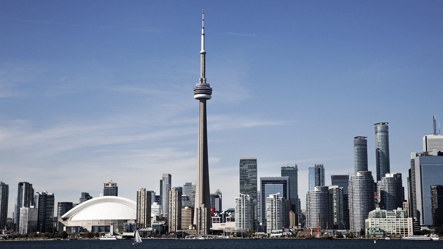 Toronto skyline showing the CN Tower