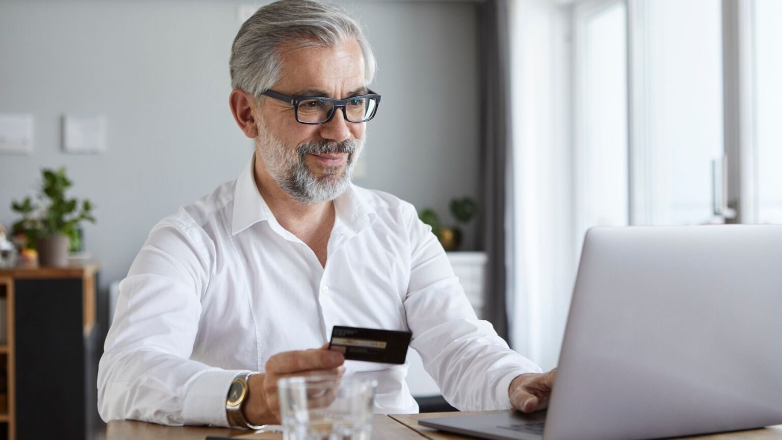 Want to earn more Aeroplan miles? Compare these providers of Aeroplan credit cards to get the highest return on rewards for the lowest fee.