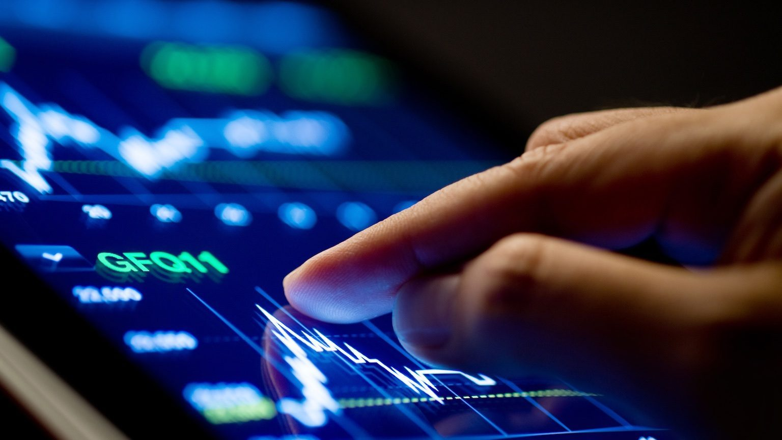 Market Analyze with Digital Moniter focus on tip of finger.